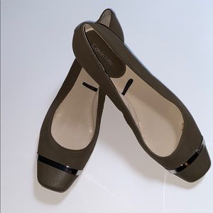 Calvin Klein flats - taupe/light brown with silver